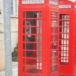 Où se trouvent ces deux cabines téléphoniques ?